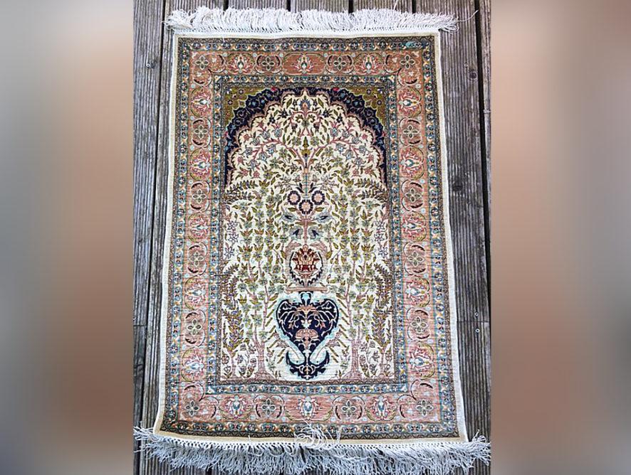 Nettoyage lavage et réparation de tapis à la main Corbeil-Essonnes